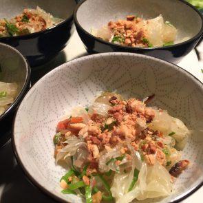 Pomelo salade met gedroogde garnalen